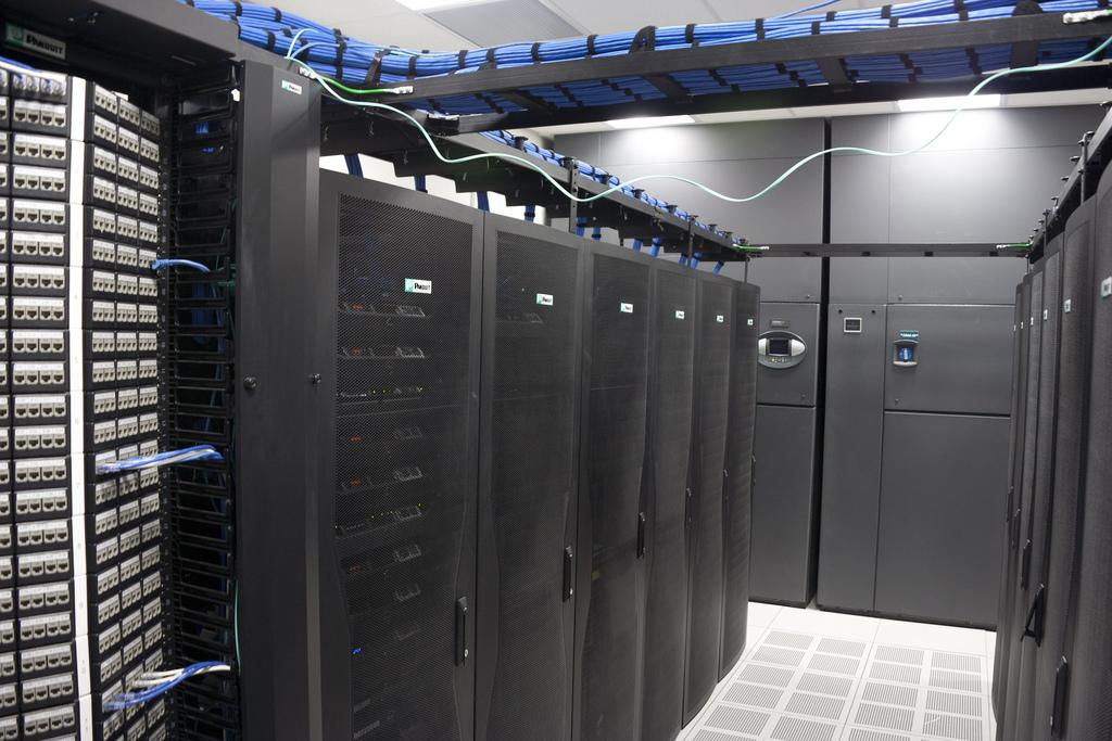 PDU در یک مرکز داده هوشمند